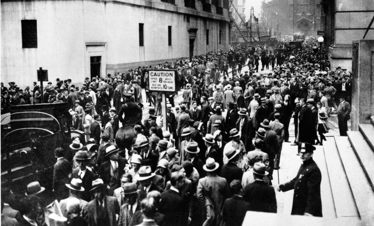 the u s economy crises 1929 stock The graph starts in 1929, an ominous year for the economy of the us, and indeed the world the wall street crash sets off the great depression, which causes hardship on a scale not seen for generations – before or since.